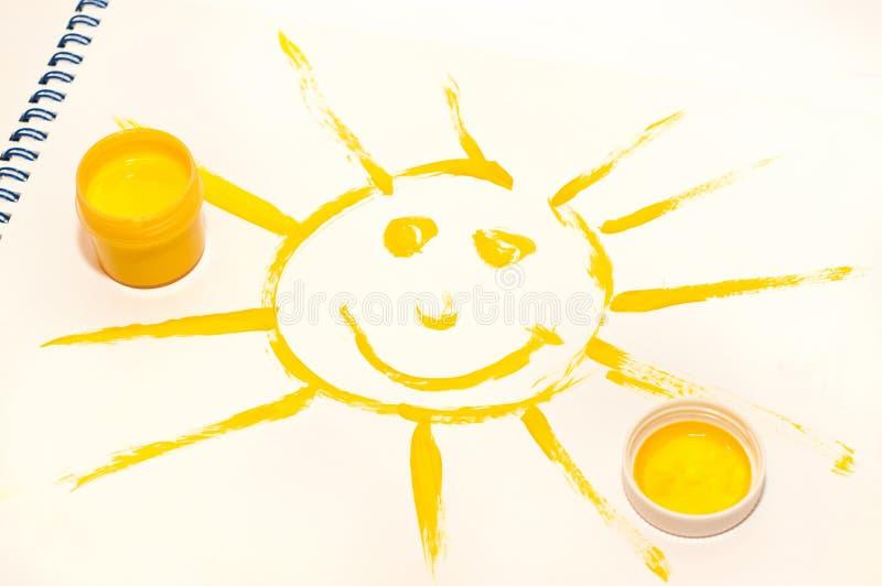 Het glimlachen van zon op wit stock afbeelding