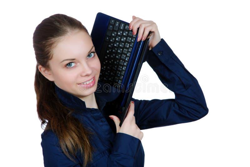 Het glimlachende meisje met laptop stock foto's
