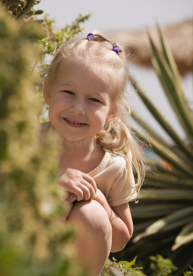 Het glimlachende meisje van de blonde royalty-vrije stock fotografie