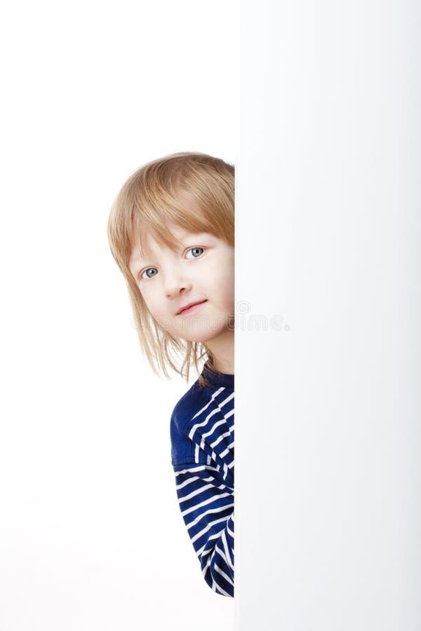Het gluren van de jongen stock fotografie