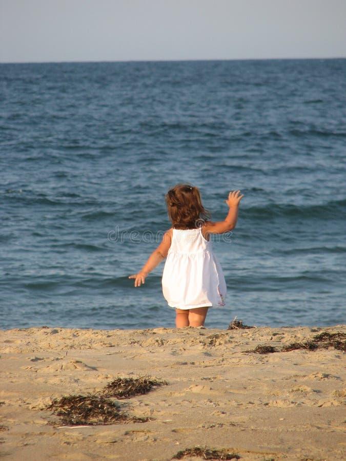 Het golven op het strand royalty-vrije stock afbeeldingen