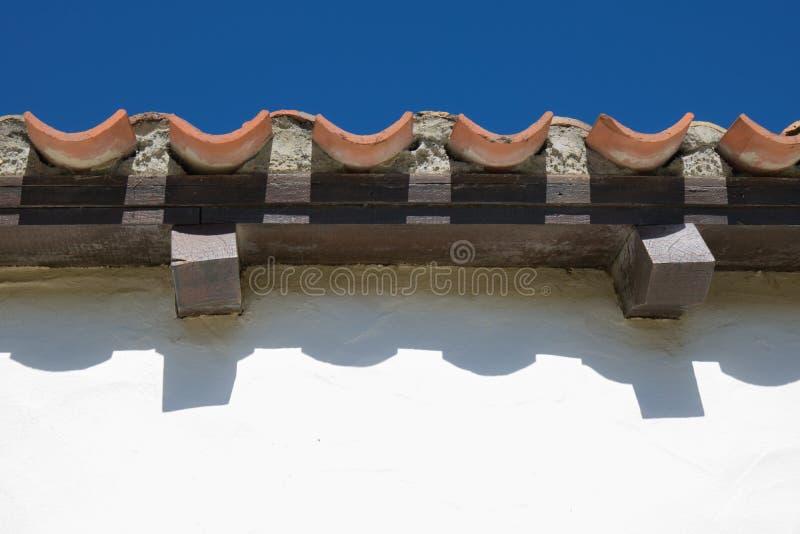 Het golvende lijnenpatroon van dak betegelt dicht omhoog royalty-vrije stock afbeelding