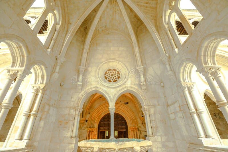 Het gotische Klooster van fonteinalcobaca stock afbeelding