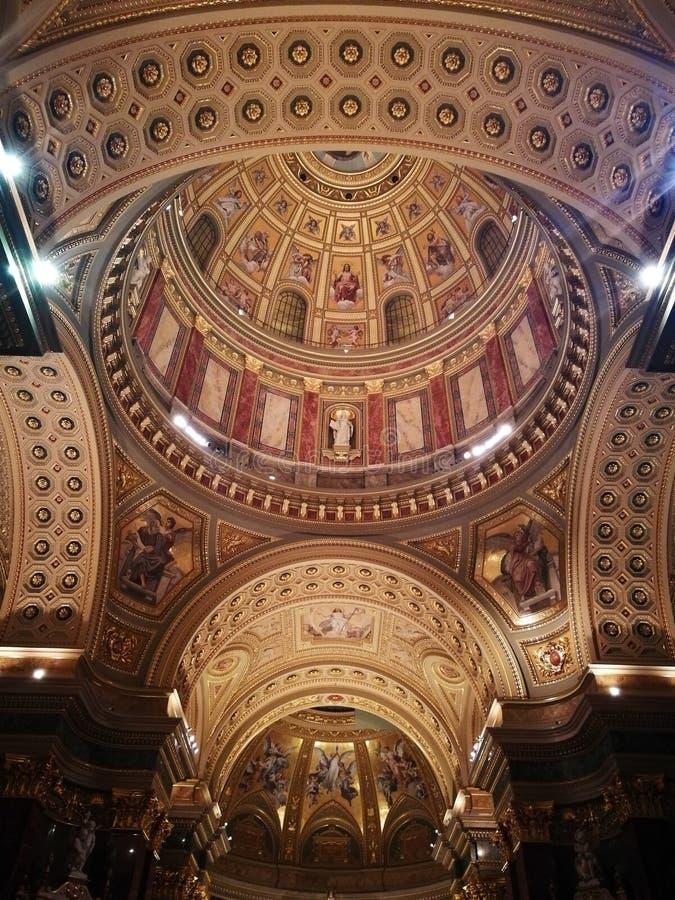 Het goud van de kathedraalbasiliek stock foto's