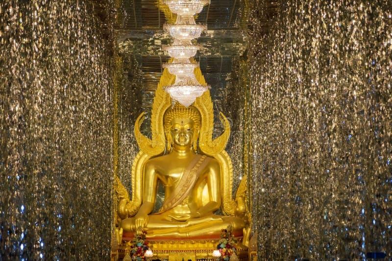 Het Gouden Boedha standbeeld Phra Boedha Chinnarat Wat Tha Sung van Thailand stock afbeeldingen