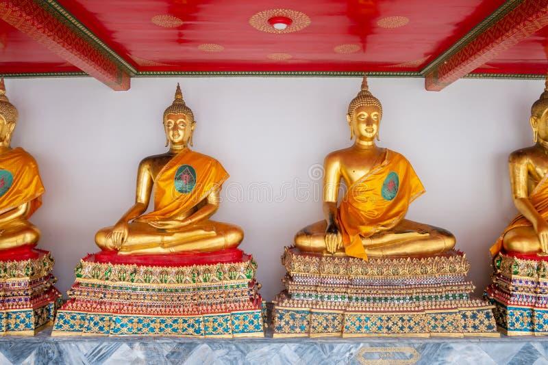 Het Gouden Boedha Standbeeld van Nice in de Tempel van Thailand stock fotografie