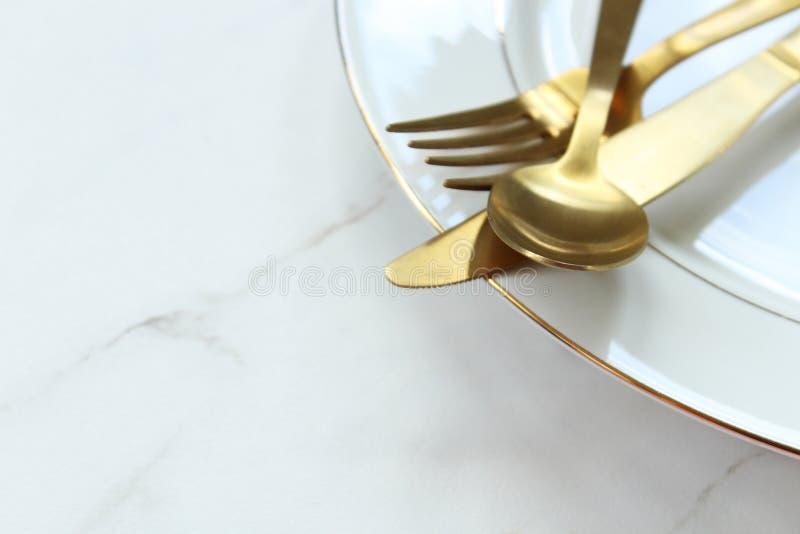 Het gouden fijne dineren royalty-vrije stock foto's