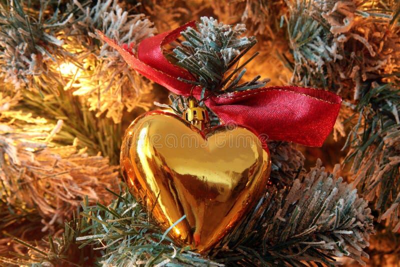 Het gouden hearted ornament van de Kerstmisboom stock afbeeldingen