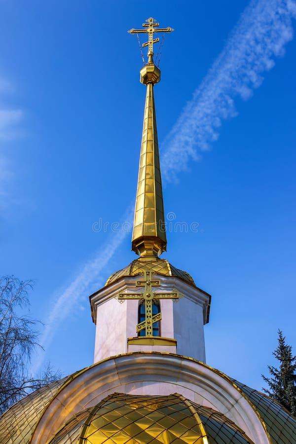 Het Gouden Kruis op de Toren van de Kerk royalty-vrije stock fotografie