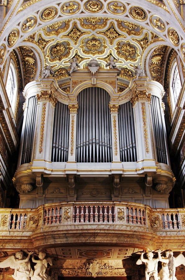 Het gouden Orgaan van de Pijp van de Kerk stock foto's