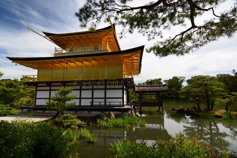 Het Gouden Paviljoen, achtermening Zen boeddhistische tempel Kinkaku -kinkaku-ji kyoto japan royalty-vrije stock foto