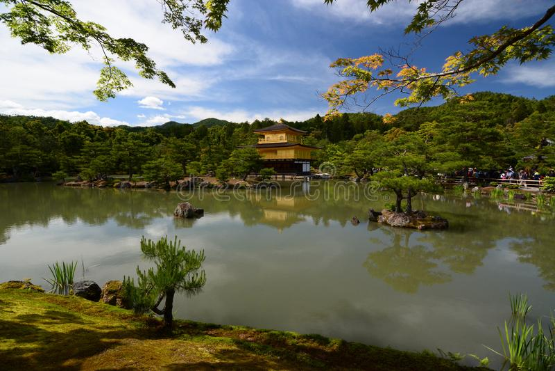 Het gouden Paviljoen Zen boeddhistische tempel Kinkaku -kinkaku-ji kyoto japan stock afbeelding