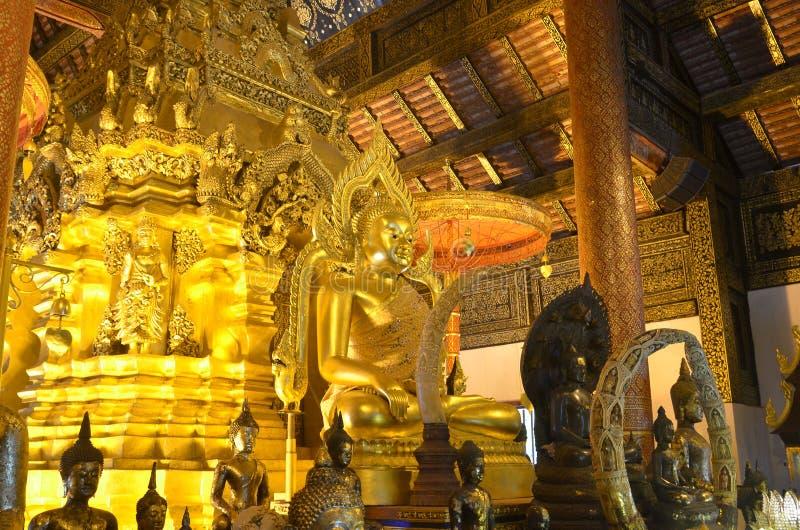 Het gouden standbeeld van Boedha in Thailand royalty-vrije stock afbeeldingen