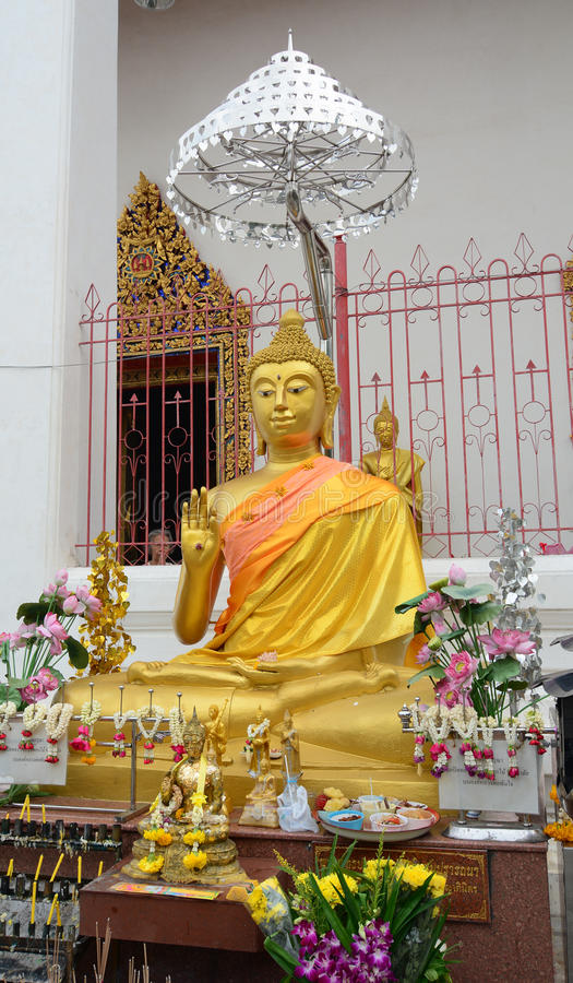 Het gouden standbeeld van Boedha in Wat Pho in Bangkok, Thailand stock foto's