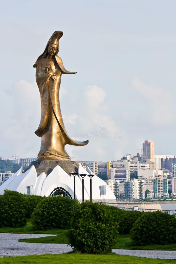 Het gouden standbeeld van Guan Yin royalty-vrije stock afbeeldingen