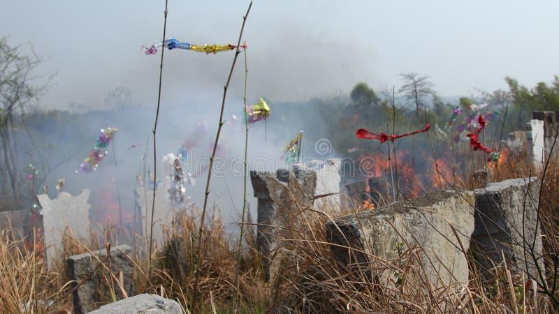 Het Graf in het Chinese Platteland stock foto