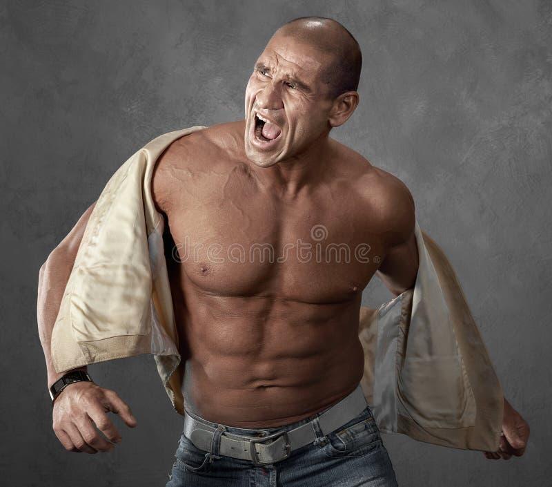 Het grappige boze portret van het schreeuwen intimideert de mens royalty-vrije stock afbeelding