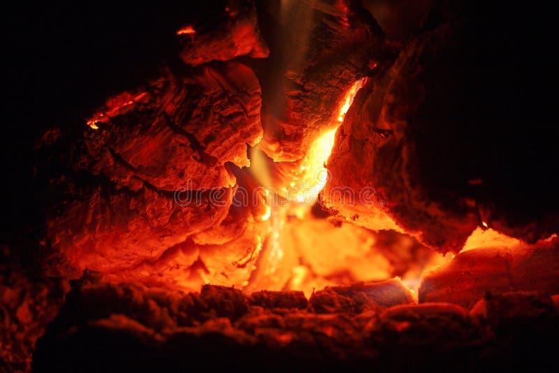 Het grillhout op brand macroachtergrond zuivert kunst in hoogte - de producten van kwaliteitsdrukken royalty-vrije stock foto