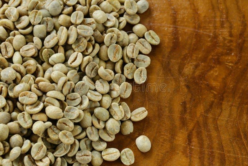 Het groene close-up van koffiebonen stock afbeelding