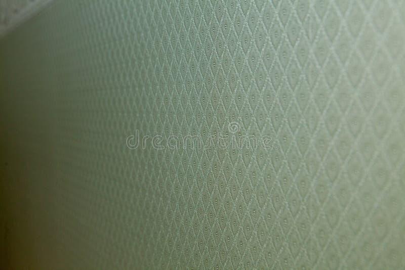 Het groene corduroy close-up van de strepenstof Textuur van corduroy textiel als achtergrond Diagonale richting van draden Groene royalty-vrije stock foto's