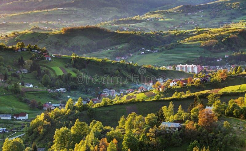 Het groene landschap van de de lente landelijke heuvel, Slowakije stock foto's