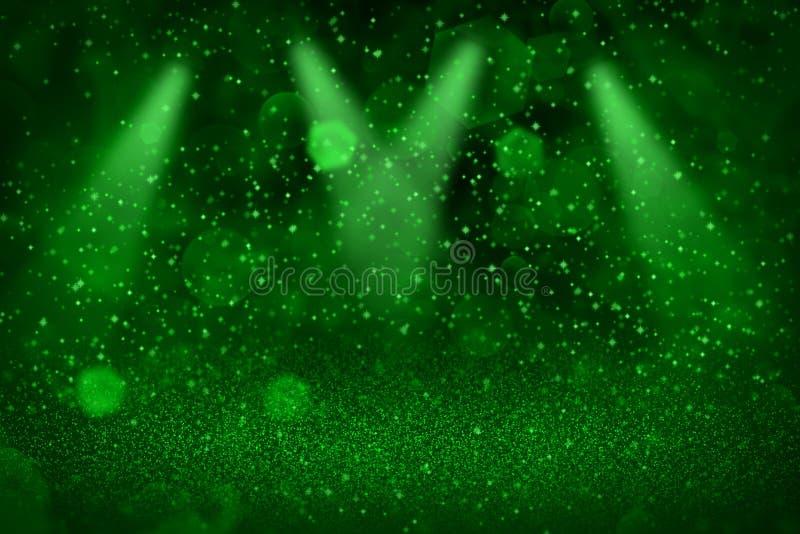 Het groene leuke glanzen schittert lichten defocused stadium onder de aandacht brengt bokeh abstracte achtergrond met vonkenvlieg stock afbeeldingen
