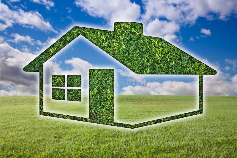 Het groene Pictogram van het Huis van het Gras over Gebied, Hemel en Wolken royalty-vrije stock foto