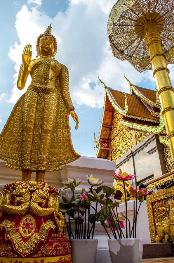 Het groene Standbeeld van Glasboedha bij het Gouden Onderstel, Wat Phra That Doi Suthep, Chiang Mai, Thailand stock afbeeldingen
