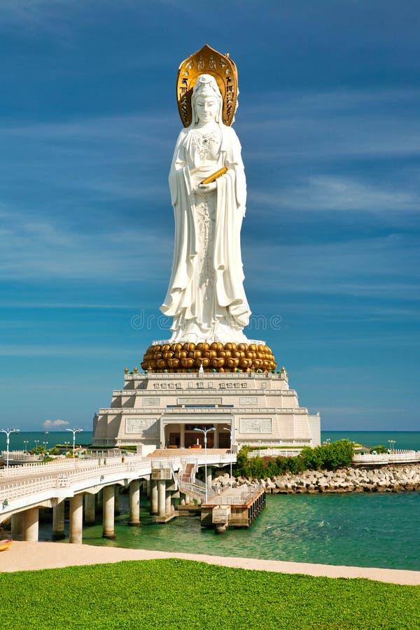 Het grootste standbeeld van de godin Guanyin in Nanshan-Park stock foto