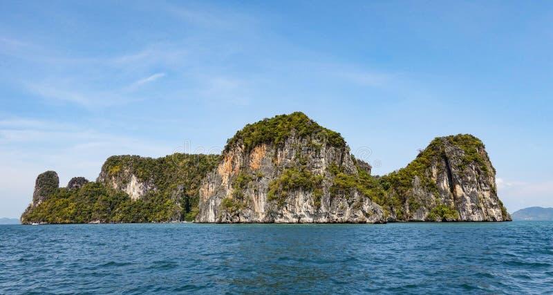 Het grote eiland op het overzees royalty-vrije stock afbeeldingen