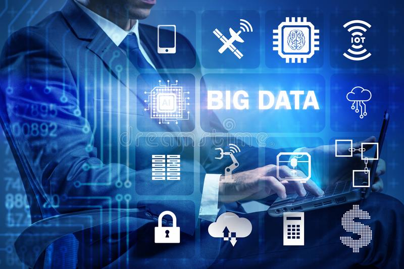 Het grote gegevens moderne gegevensverwerkingsconcept met zakenman stock fotografie