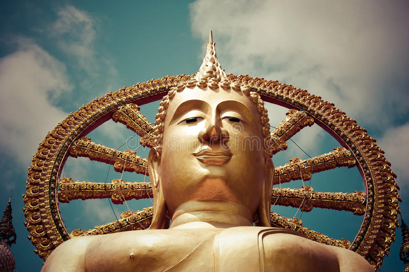 Het grote gouden standbeeld van Boedha. Koh Samui, Thailand royalty-vrije stock afbeeldingen