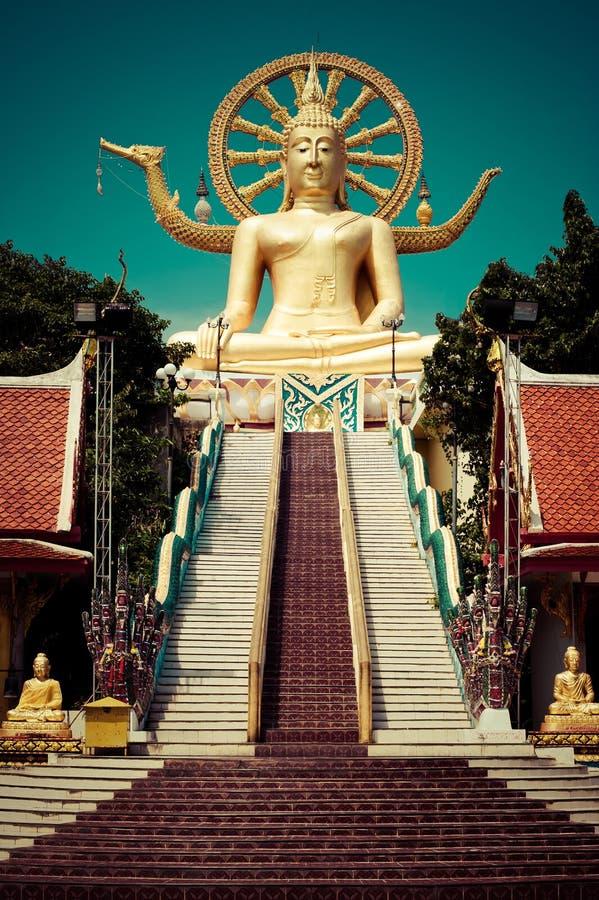 Het grote gouden standbeeld van Boedha. Thailand royalty-vrije stock afbeelding