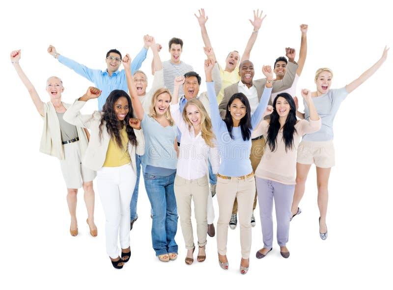 het grote groep mensen vieren stock foto afbeelding