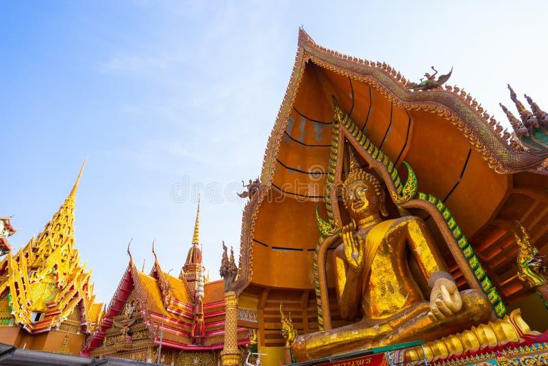 Het grote standbeeld van Boedha in Wat Tham Sua - Kanchanaburi royalty-vrije stock fotografie