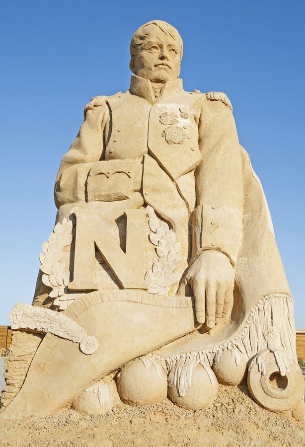 Het grote standbeeld van het zandbeeldhouwwerk van Napoleon Bonaparte stock afbeelding