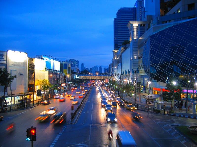 Het grote verkeer van de stadsnacht stock afbeelding