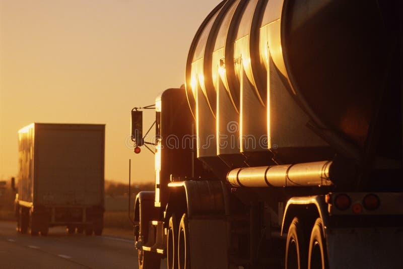 Het grote vrachtwagens drijven stock foto's