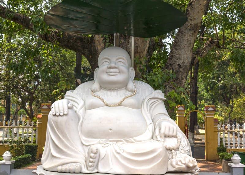 Het grote witte standbeeld van Boedha in Giac Lam Pagoda in Saigon. royalty-vrije stock afbeeldingen