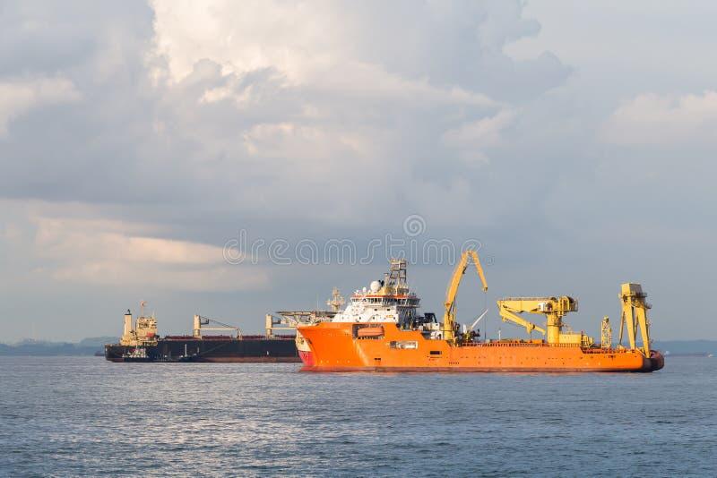 Het grote zeeschip van de containerlading in het overzees royalty-vrije stock foto's