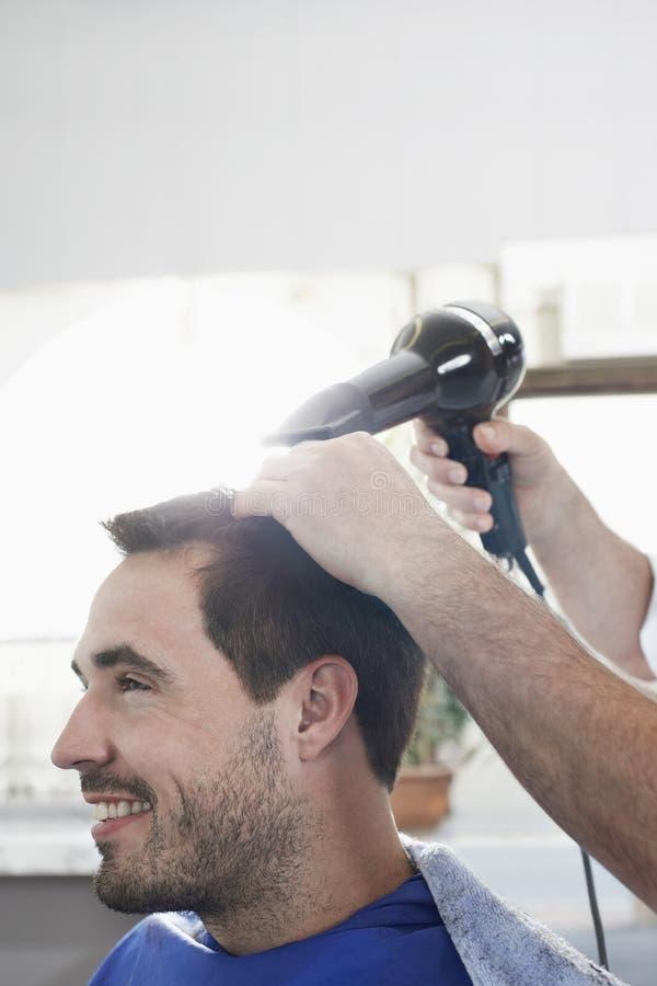 Het Haar van Barber Blow Drying Man stock foto's
