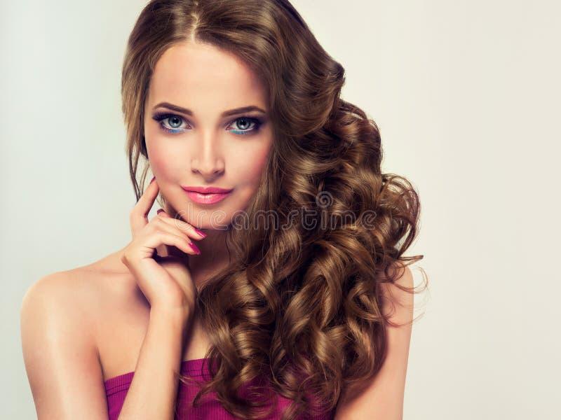 Het haar van de goed gegeven, dichte en sterke vrouw royalty-vrije stock foto