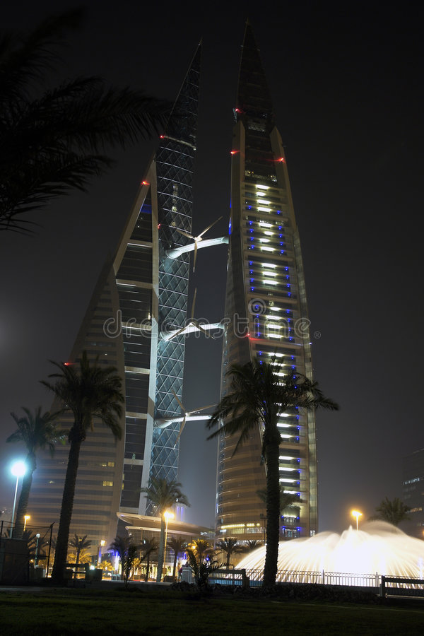 Het handelscentrum van de wereld - Bahrein - de scène van de Nacht stock foto