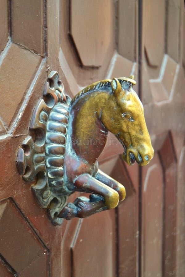 Het Handvat van de messingsdeur van een Paard stock foto's