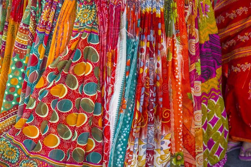 Het hangen saris royalty-vrije stock afbeelding
