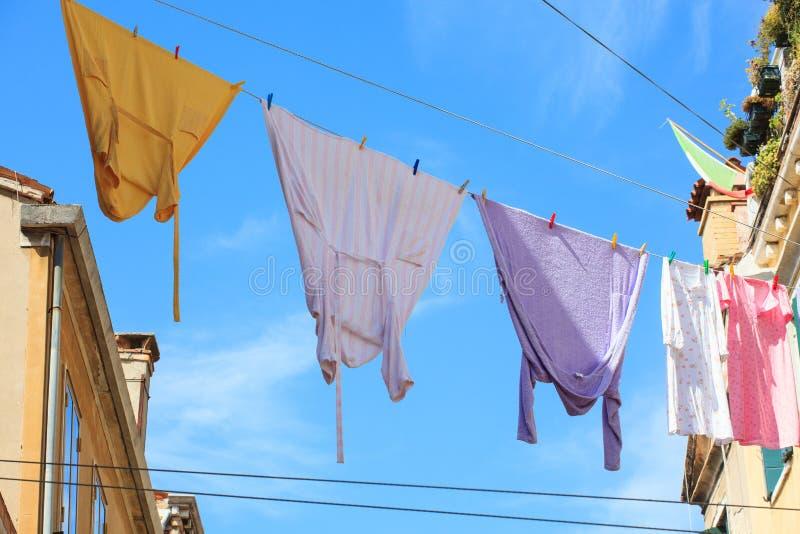 Het hangen van kleren royalty-vrije stock foto's