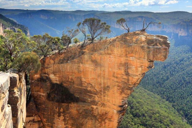 Het hangen van Rots Blauwe Bergen Australië stock foto's