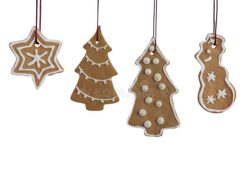 Het hangen van Verfraaid Ginger Bread Christmas Cookies op wit stock foto