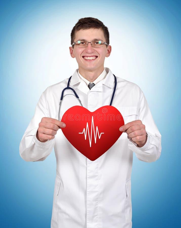 Het hart van de artsenholding met impuls stock foto