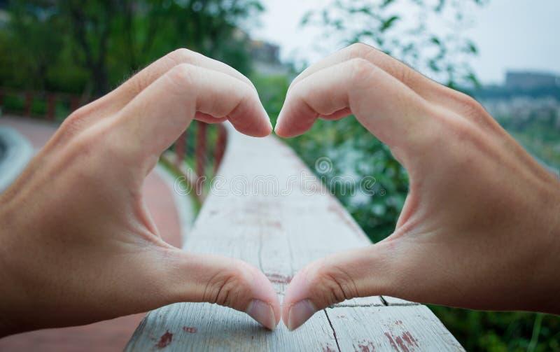 Het hart van de handenliefde royalty-vrije stock foto's